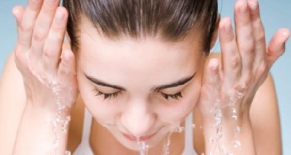 woman wash face4 e1326266004961 最咕溜的正確洗臉法!