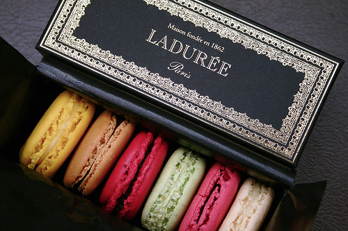 macaron crawl 法國甜點「Laduree馬卡龍」化身最甜蜜彩妝進軍亞洲!